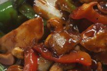 Pad med mamuang, kip met cashewnoten